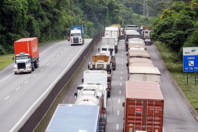 Resultado de imagem para caminhão na estrada rj